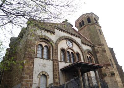 Acceso secundario a los pies de la iglesia