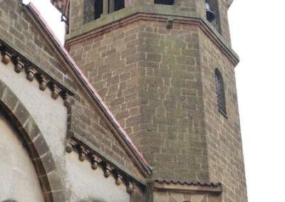 Torre campanario ochavada de estilo neorrománico