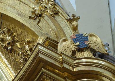 Águilas en la parte alta del retablo