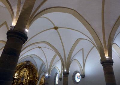Pilares de capitel toscano