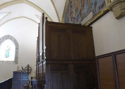 Órgano en el coro de la iglesia